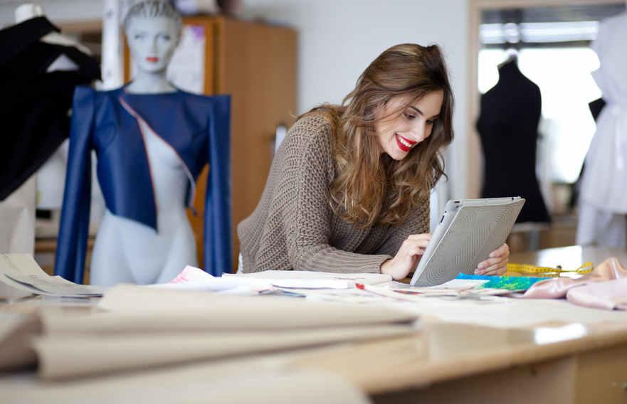 Thiết kế thời trang là nghệ thuật của các ứng dụng của thiết kế và thẩm mỹ hay vẻ đẹp tự nhiên cho quần áo và phụ kiện.